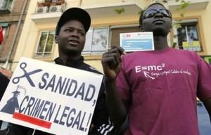 inmigrantes-protestan-retirada-tarjeta-sanitaria_ESTIMA20121130_0003_12